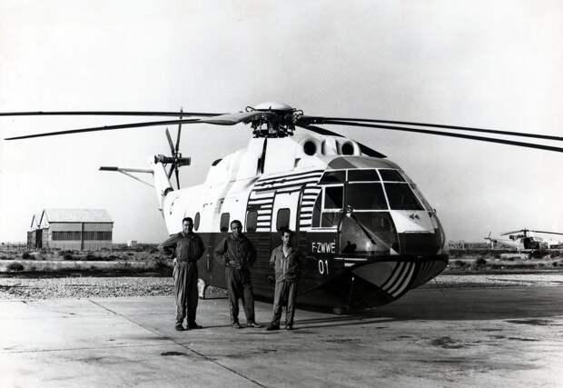 Aérospatiale Super Frelon F-ZWWE with R. Coffignot, J. Boulet and J. Turchini. (Aérospatiale)
