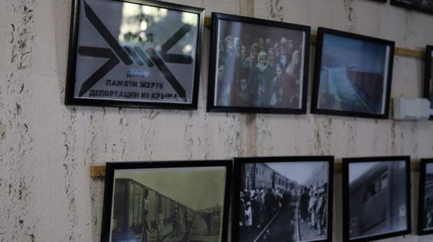 В фойе администрации Бахчисарайского района проходит выставка, приуроченная к 77-летию депортации народов из Крыма