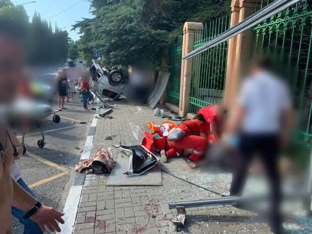 Въехал в остановку: авария в Сочи унесла жизнь 10-летнего мальчика из Ижевска