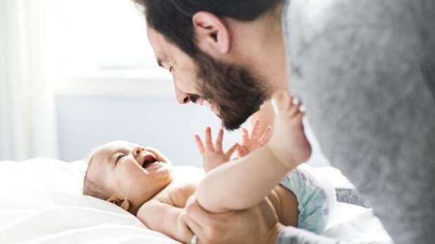 мужчина и маленький ребенок