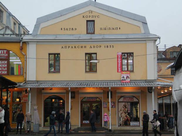 В Петербурге силовики не пускают продавцов и покупателей в Апраксин двор
