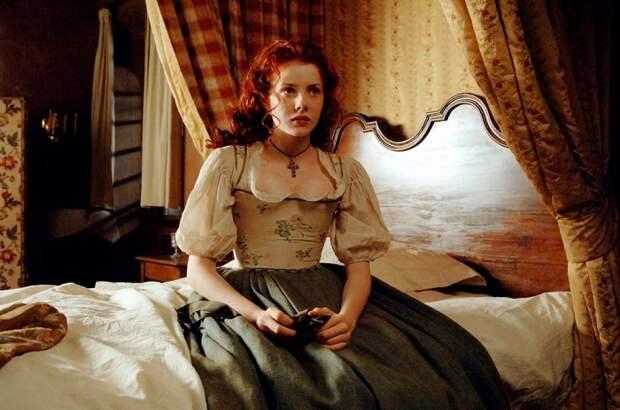 Героиня Даниэля Дефо знакомится с одним из своих мужей, случайно оказавшись с ним в номере с одной кроватью на двоих. И тот сначала галантно занимает кресло.