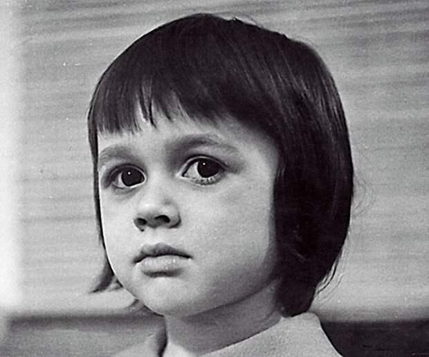 Анастасия Заворотнюк в детстве. / Фото: www.livejournal.com