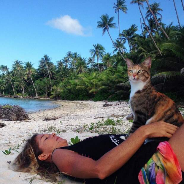 «Жизнь Пи»: американка путешествует на лодке со своей кошкой