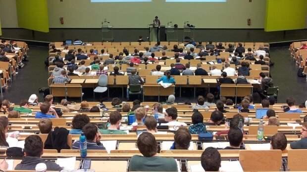 Громкий поступок пермского преподавателя во время нападения: что думают россияне