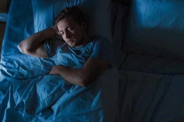 Мясников объяснил, почему ночью может болеть спина