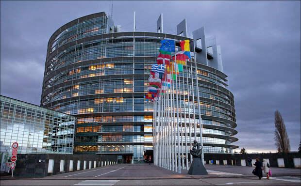 Европарламент снова выставил себя на посмешище...Предложение ЕС отключить Россию от SWIFT или как Польша пытается вертеть Европой