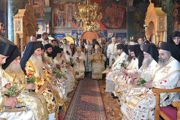 Иерархия старостильной греческой Православной Церкви на богослужении