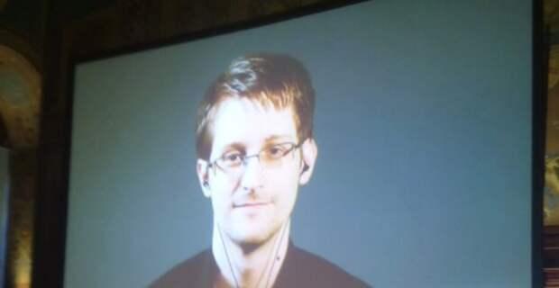 Сноудену придется вернуть США вырученные за свою книгу деньги