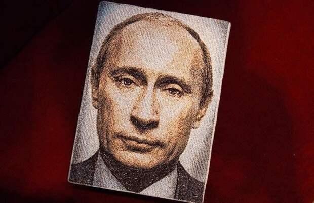 Путин попал на женские сумочки (фото)