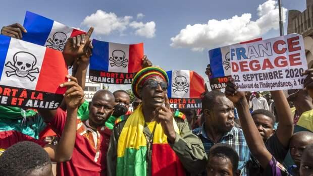 Граждане Мали снова выходят на протесты против военного присутствия Франции