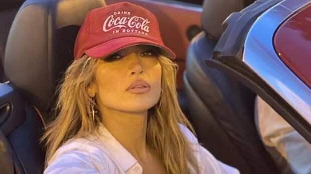 Самые модные головные уборы этого лета: показывают Дженнифер Лопес, Риз Уизерспун и другие звезды