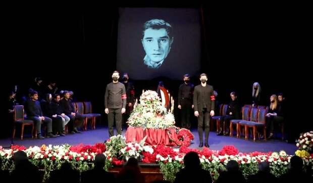 Положат у забора: вскрылись шокирующие детали похорон Джигарханяна