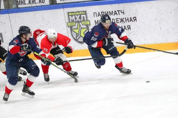 Нижегородская «Чайка» с неожиданного поражения стартовала в Кубке Харламова