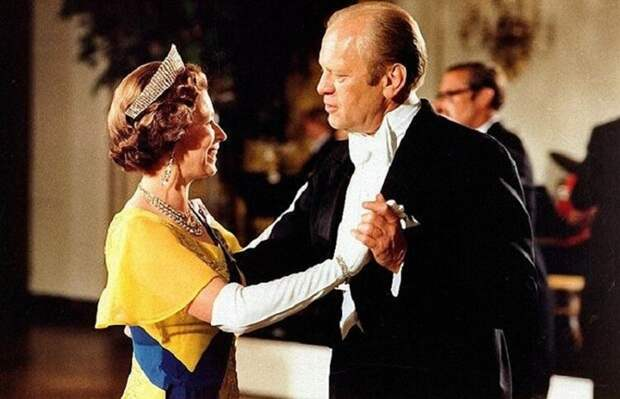 Исторические фото Елизаветы II и 15 американских и советских президентов