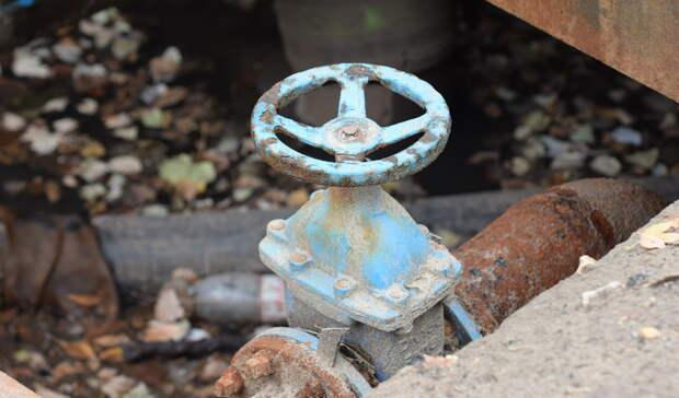 ВНижнем Тагиле наТагилстрое тротуар залило водой изпрорваной трубы