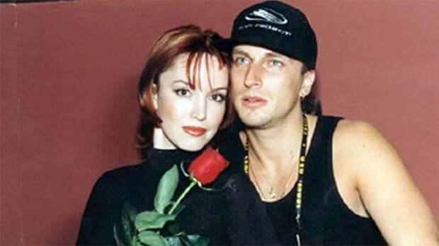 Выступление Анны Самохиной и Дмитрия Нагиева в одном из питерских клубов, 1998 год.