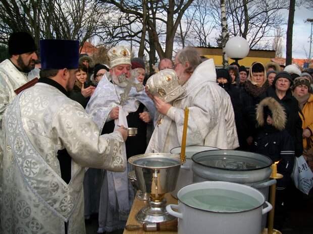 Ещё раз о тайне крещенской воды и о том, что между верой и знанием огромная пропасть!