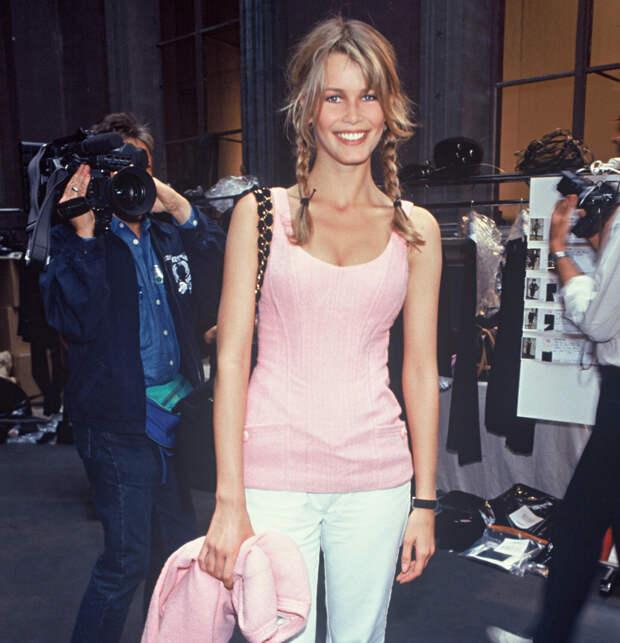 Клаудия Шиффер после кутюрного показа Chanel, 1993