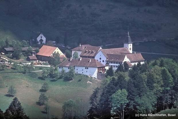Монастырь старостильников Святого Иоанна Каподистрия, перешедший в состав АПРЦвЗЕ,бывший бенедиктинский католический монастырь 11 века, Швейцария Бейнвиль