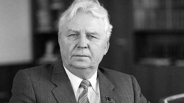 Экс-секретарь ЦК КПСС Егор Лигачев скончался в реанимации в Москве
