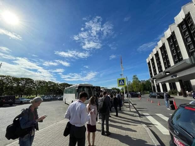 Участники ПМЭФ на подъезде к «Экспофоруму» попали в глухие пробки