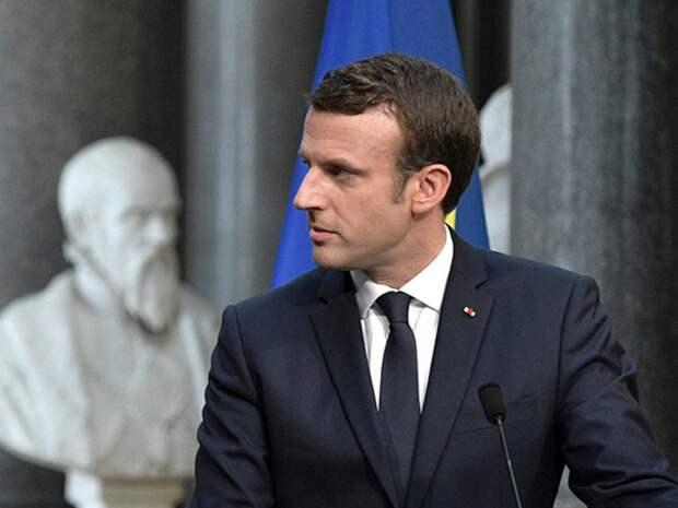 Во Франции отдали под суд реконструктора, «спонтанно» ударившего Макрона по лицу