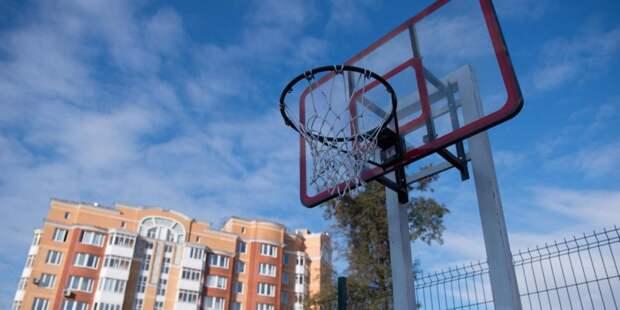 Спортивную площадку на улице Исаковского привели в порядок — Жилищник