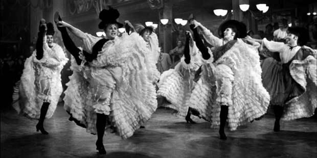 Танцы на грани.История стриптиза в фотографиях.
