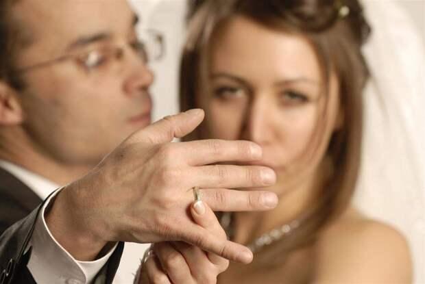 Обаятельных и чистоплотных мужчин не хватает. А потому, умная женщина выберет женатого