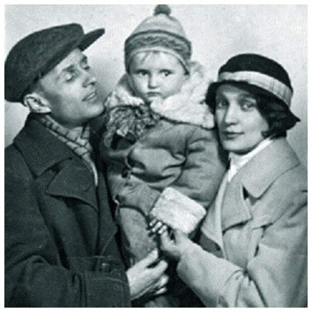 Александр и Юлия Зайковы с дочерью Соней