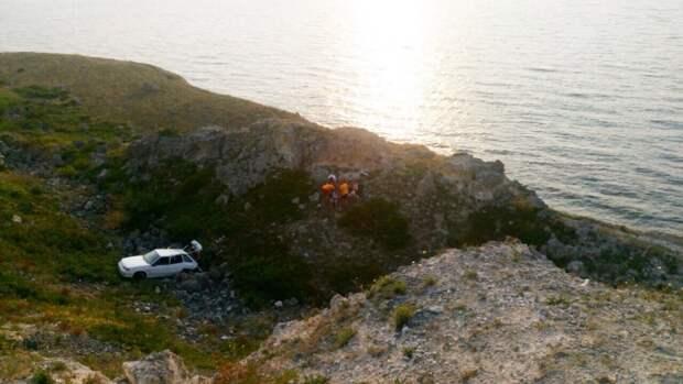 ДТП в Крыму: один сорвался с обрыва, второй травмировал четырёх детей (фото)