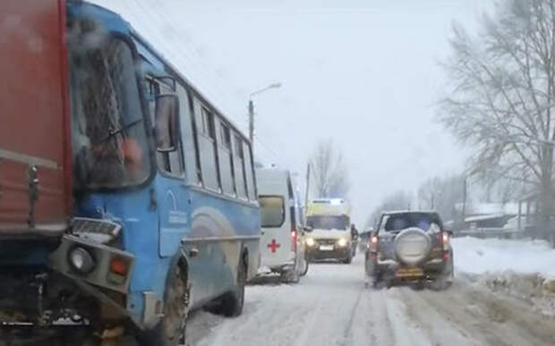 Грузовик и автобус столкнулись в Нижнем Новгороде