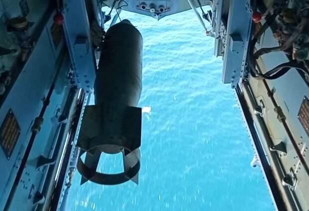 Украина провела бомбометания в акватории Черного моря на полигоне рядом с Крымом в Херсонской...