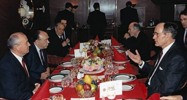 Мальтийская встреча: Горбачёв на американском крючке