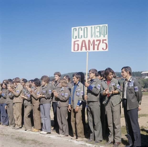 Стройотряды ставили своей целью не только прямой заработок, но и воспитание студентов в духе творческого коллективизма и правильного (уважительного) отношения к труду.