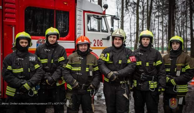 Два отряда столичных спасателей отметили день рождения