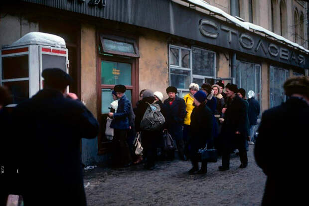 История Тверской улицы: от домов на рельсах до погромов и поцелуев