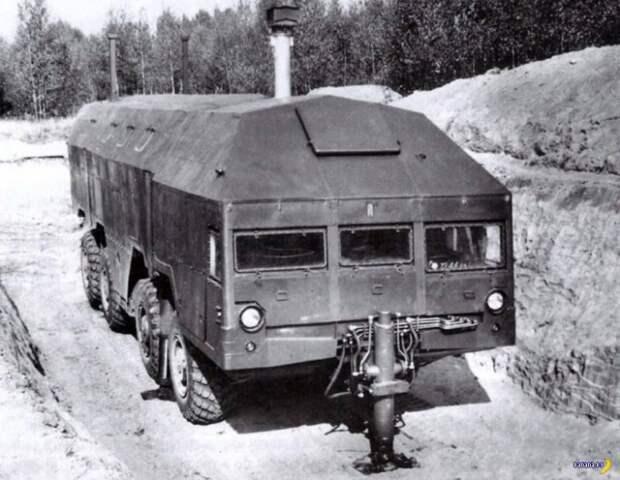 Выезд машины из укрытия осуществлялся с помощью семи гидродомкратов (четыре по бокам, два сзади и один спереди).