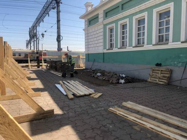 Здание пригородных касс сносятна вокзале Иркутск-Пассажирский. Фото с места