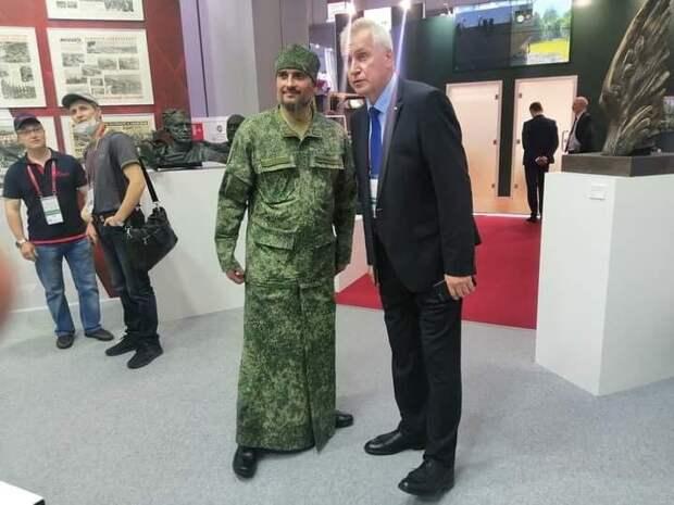 Камуфляжные рясы и свечи цвета хаки представили на форуме «Армия-2020»