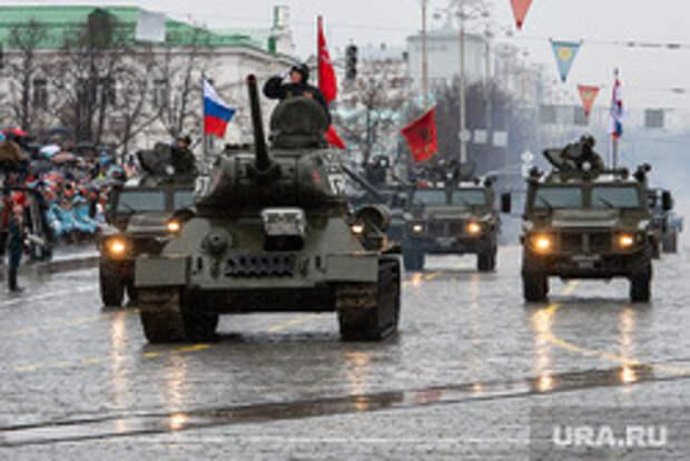 РБК: в Кремле ищут новые варианты проведения парада Победы в условиях пандемии
