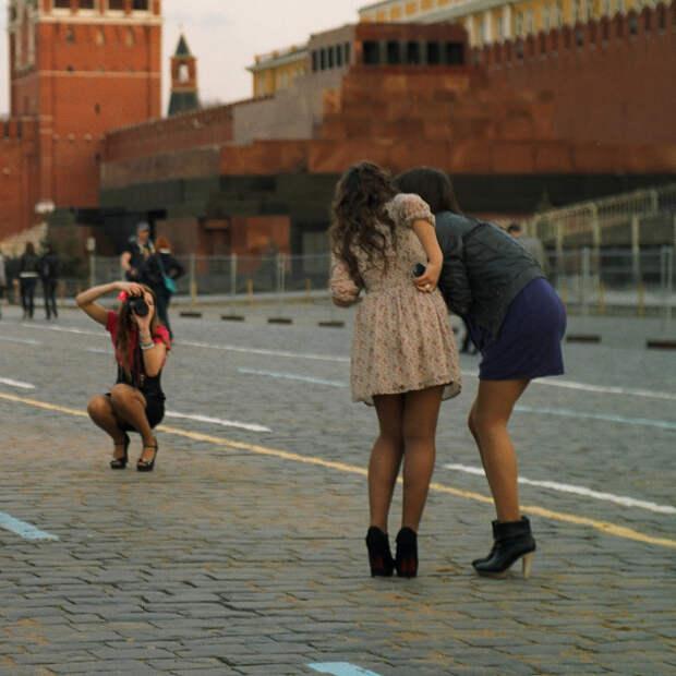"""Бойтесь русских девушек"""". Российские """"ужасы"""" глазами иностранцев"""