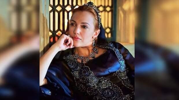 Актриса Узерли на русском языке призналась в любви к РФ