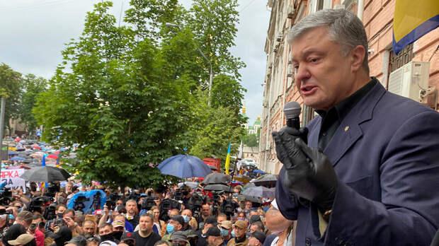 Порошенко обвиняет Зеленского в государственной измене