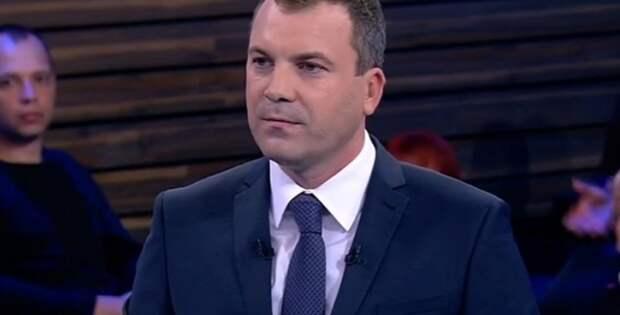 Евгений Попов не желает расставаться с любимой темой. Российский телеведущий обосновал необходимость обсуждать Украину
