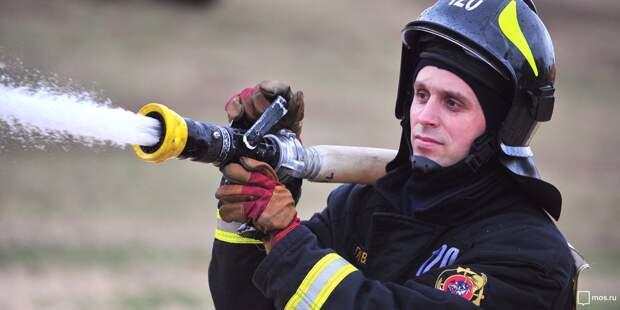 Пожарные потушили горевший мусор в подвале пустующего дома на Часовой