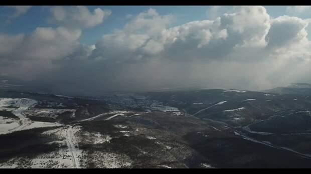 На перевале Волчьи ворота под Новороссийском выпал снег