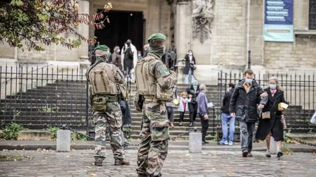 Страшная сторона Парижа: Нотр-Дам под дулами автоматов