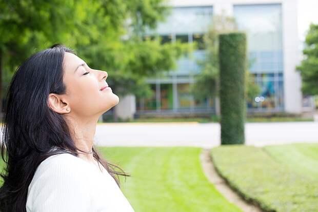 Авторы закона предлагают установить, что определение интенсивности запаха является составной частью мониторинга атмосферного воздуха. Фото: shutterstock.com.